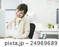 ビジネスウーマン 女性 電話の写真 24969689