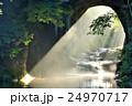 濃溝の滝 亀岩の洞窟からの降り注ぐ朝の光 24970717