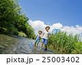 兄弟 男の子 小川の写真 25003402
