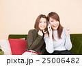 スマートフォン 女性 笑顔の写真 25006482