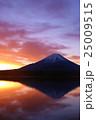 朝焼けに染まる富士山 25009515