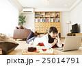 女性 パソコン ライフスタイルの写真 25014791