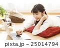女性 パソコン ライフスタイルの写真 25014794