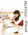 女性 パソコン ライフスタイルの写真 25014795