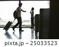 人物 男性 空港の写真 25033523