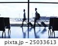 空港 空港内 歩くの写真 25033613