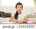 勉強する女の子 25035697