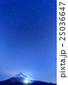 愛鷹山から見る富士山の夜景と北斗七星 25036647