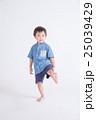 青い服の子供 25039429