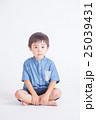 青い服の子供 25039431
