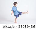 青い服の子供 25039436