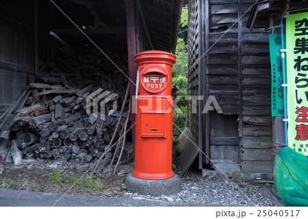 昔ながらの郵便ポスト 25040517