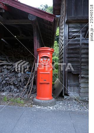 昔ながらの郵便ポスト 25040518