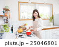 キッチン 料理 人物の写真 25046801