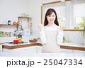 キッチン 女性 主婦の写真 25047334