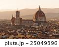 夕焼けのフィレンツェの街並み 25049396