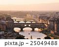 フィレンツェ ヴェッキオ橋 夕景の写真 25049488