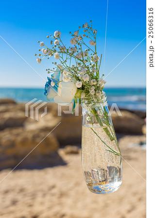detail from wedding of bouquet in mason jar.の写真素材 [25066316] - PIXTA