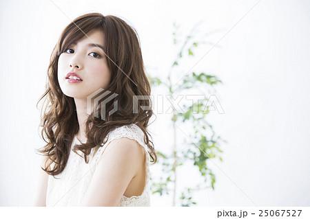 若い女性 25067527