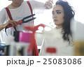 撮影現場 モデルのヘアメイク 25083086