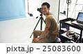 撮影現場のカメラマン 25083600