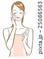 スキンケア 女性 化粧水のイラスト 25086563