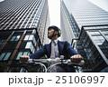 ビジネスマン サイクリング 25106997