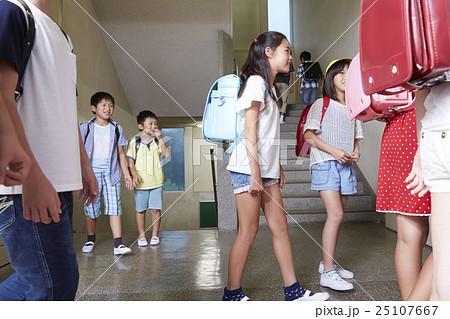 小学校 登下校イメージの写真素材 [25107667] - PIXTA