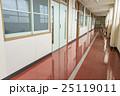 学校の廊下 教室の扉 25119011