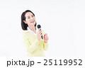 シニアの女性(カラオケ) 25119952