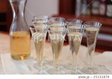 ウェルカムドリンク シャンパン グラスの写真素材 [25131879] - PIXTA