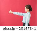 横顔 女性(赤背景) 25167841