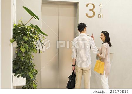 30代ビジネス男女 25179815