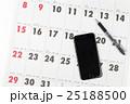 2017年カレンダーとスマートホン アポ取りイメージ 25188500