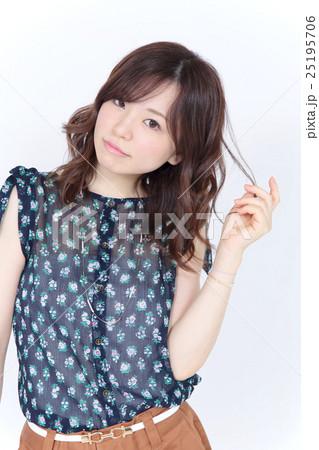 若い女性 ファッション・ヘアスタイル 25195706