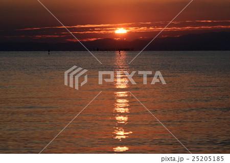琵琶湖の朝の風景 25205185