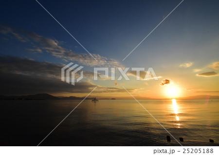 琵琶湖の朝の風景 25205188