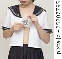コンドームを持つ女子高生 25207795