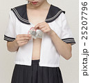 コンドームを持つ女子高生 25207796