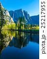 ヨセミテ ヨセミテ滝 ミラー湖の写真 25217955