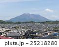 桜島と住宅地 25218280