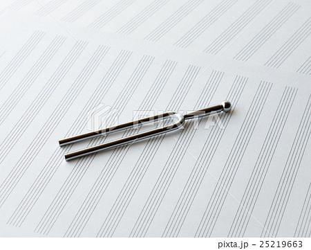 音叉 五線譜 絶対音感 産声の写真素材 [25219663] - PIXTA