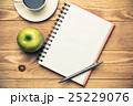 コップ デスク 机の写真 25229076