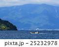 琵琶湖と漁船 25232978