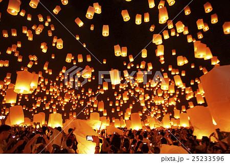 チェンマイ ランタン祭り 25233596