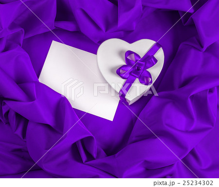 love greeting card with heart on a purple fabric 25234302