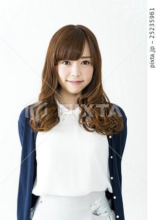 20代の若い女性 ヘアモデル 25235961