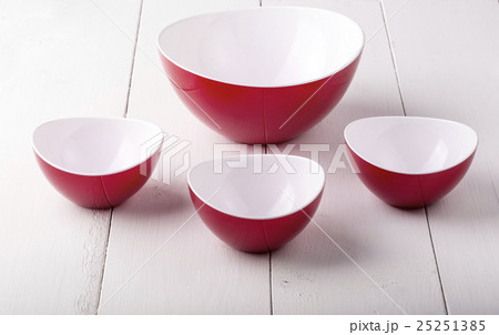 mpty red Salad Bowl and cups の写真素材 [25251385] - PIXTA
