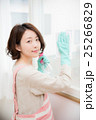 家 掃除 女性 25266829