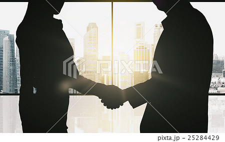 business partners silhouettes making handshakeの写真素材 [25284429] - PIXTA